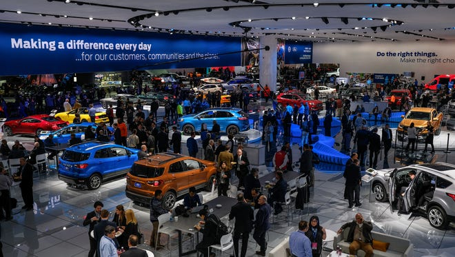 Organizers are discussing a possible move of the North American International Auto Show to October.