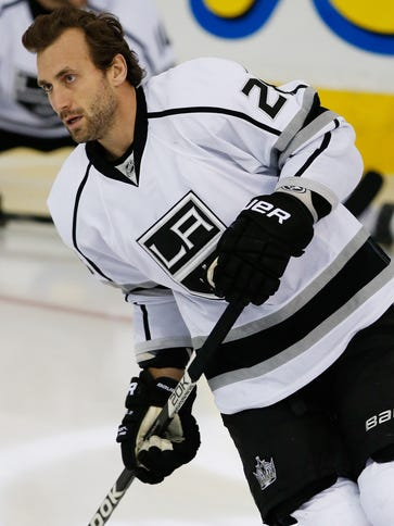Los Angeles Kings forward Jarret Stoll (28) was arrested