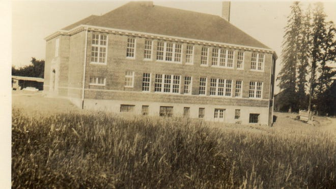 Leslie Middle School is seen in an undated photo, likely before 1936. 1999.013.0004 / Willamette Heritage Center