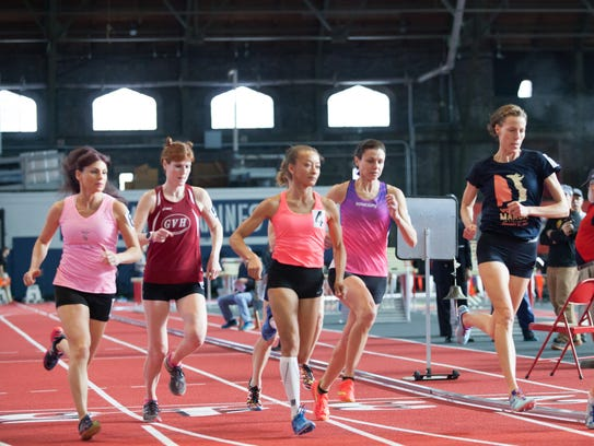 The women's elite 40s mile race gets started. From