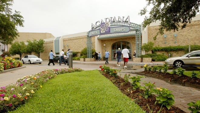 The main entrance to the Acadiana Mall is seen in July 2005.