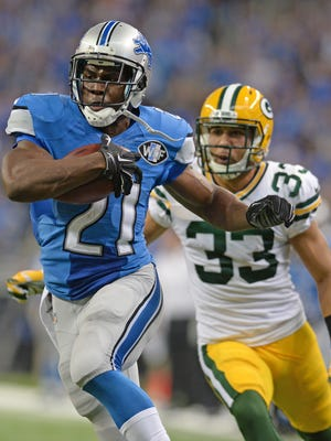 Green Bay Packers defensive back Micah Hyde (33) chases Lions running back Reggie Bush (21) as he runs 26 yards for a touchdown against the Detroit Lions at Ford Field in Detroit September 21, 2014.  Jim Matthews/Press-Gazette Media