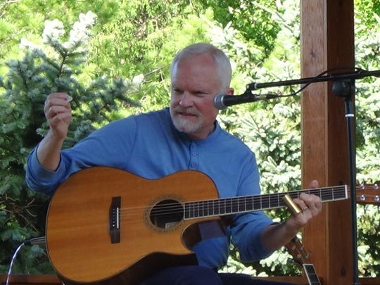 Singer-songwriter Jon Doll of Sheboygan penned a new song chronicling the history of the Green Bay Packers.