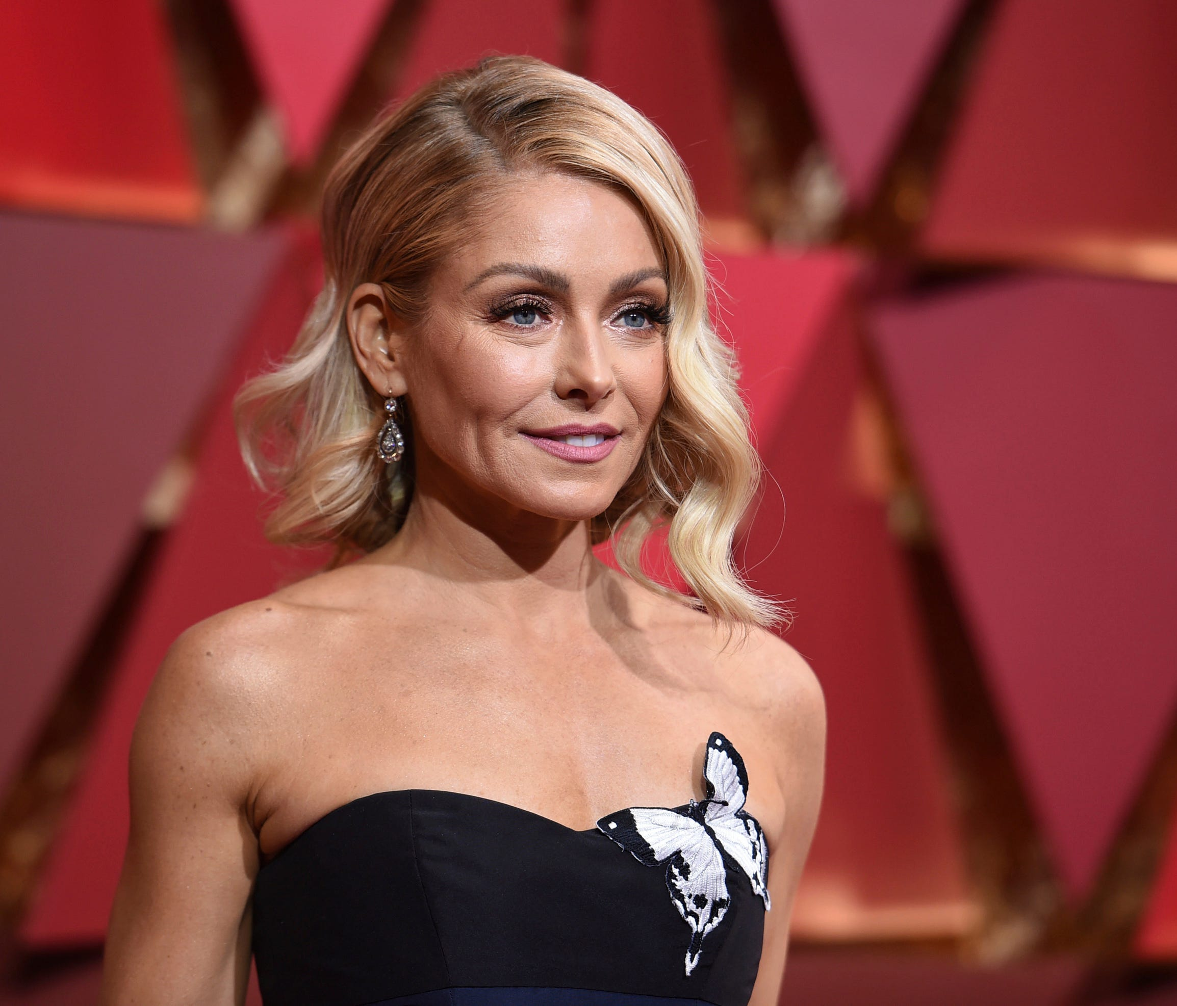 Kelly Ripa arrives at the Oscars at the Dolby Theatre in Los Angeles Feb. 26, 2017.