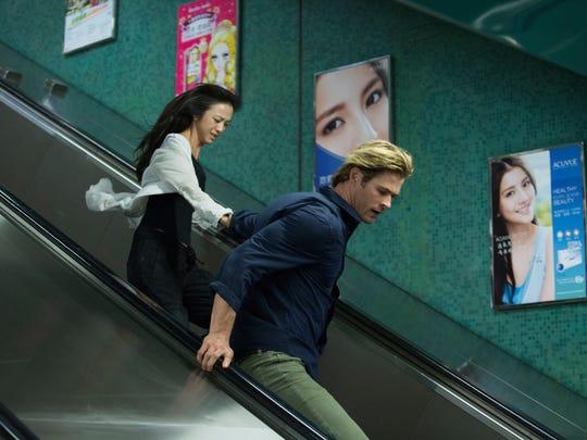 Chen Lien (Wei Tang) and Nicholas Hathaway (Chris Hemsworth)