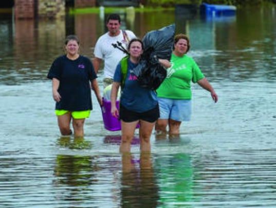 636166343043422926-Lafayette-flooding.jpg