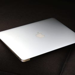 The MacBook Air's left side includes USB 3.0, a headphone jack, and a MagSafe 2 connector.
