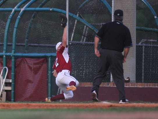 Chiles first baseman Ben Anderson makes a diving catch
