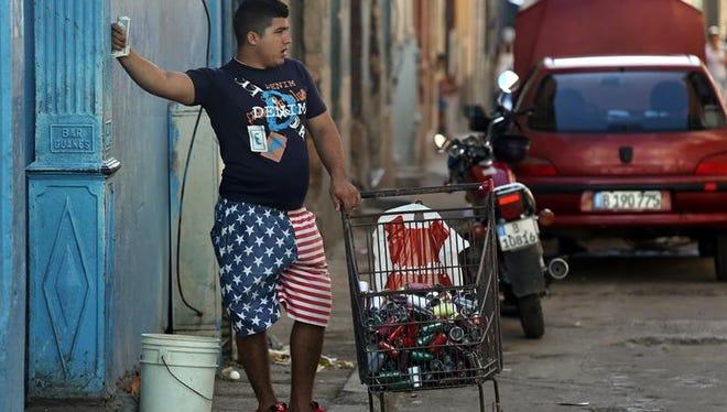 """Si bien hoy las aerolíneas más importantes de EE.UU. vuelan a Cuba a diario, crece el envío de remesas y artículos a la isla y el turismo estadounidense ha tenido un """"aumento meteórico"""", esto es insuficiente para sacar a una economía de sus profundas limitaciones y estancamiento, consideran desde el prestigioso grupo."""