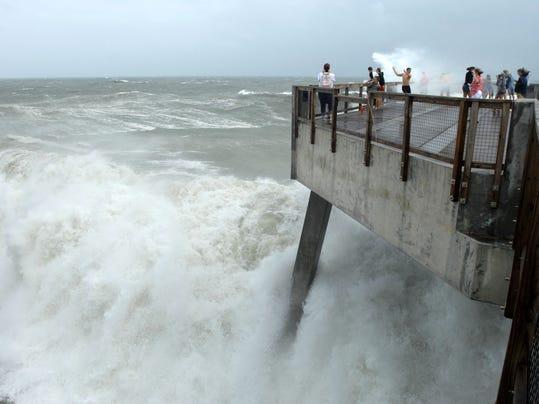 Hurricane waves.jpg
