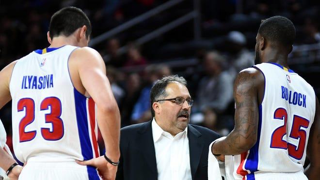 Detroit Pistons coach Stan Van Gundy, center, talks with forward Ersan Ilyasova, left, and guard Reggie Bullock, right, against the Charlotte Hornets at the Palace of Auburn Hills.