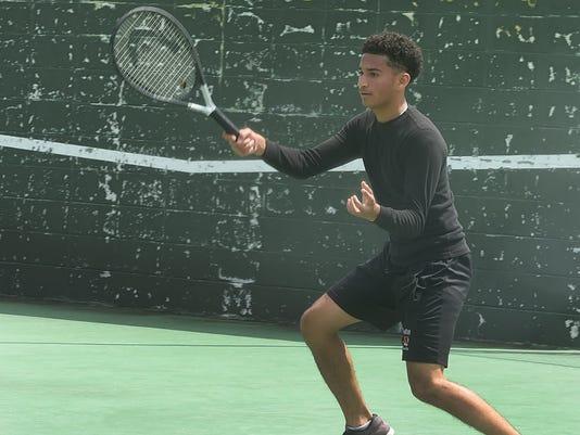 636587102696085905-tennis5.jpg