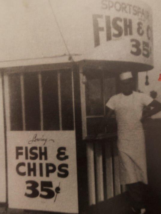 12 phoenix area restaurants 25 years or older for Fish stores in arizona