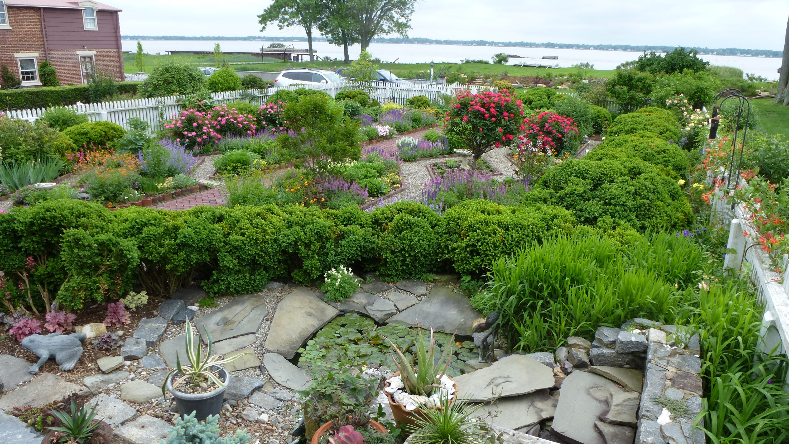 6 things to do in your garden now for Home landscape design suite 8 0 link