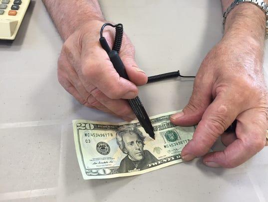 Counterfeit pens detect fake money