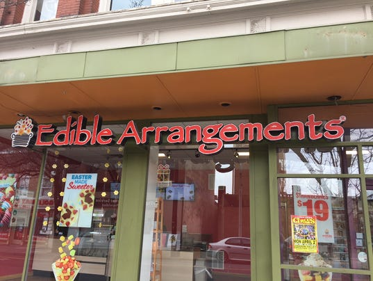 edible-arrangements-smoothies-grand-reopening-1