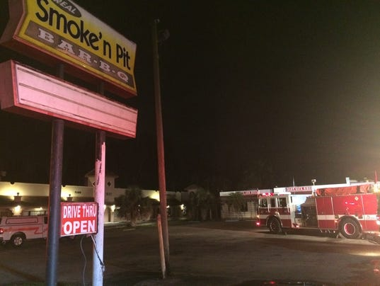 Fire shuts down Smoke'n Pit Bar-B-Q in North Fort Myers