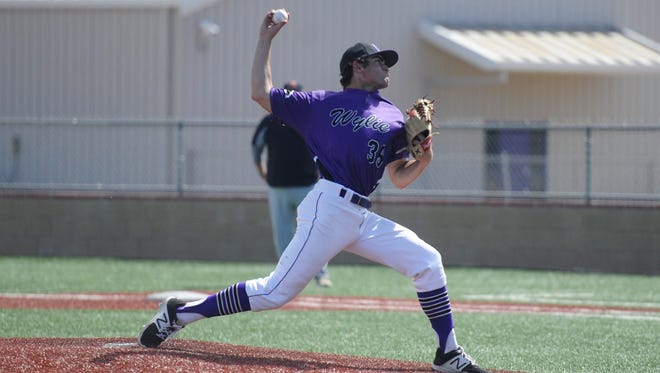 Wylie's Jaxon Hansen (39) fires a pitch during the Bulldogs' 7-2 loss to Aledo in the Abilene Invitational on Saturday, March 10, 2018.