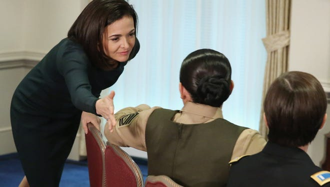 acebook Chief Operating Officer and founder of LeanIn.Org Sheryl Sandberg says goodbye to participants in the 'Lean In Circle' she hosted with female members of the military at the Pentagon September 21, 2015 in Arlington, Virginia.