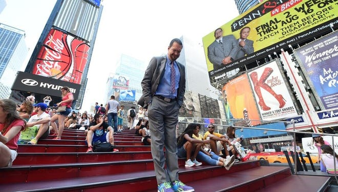 Penn Jillette uses a  Withings scale in New York's Times Square. The magician is now a spokesman for Withings.