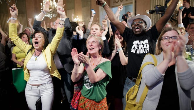 Supporters celebrate preliminary results of the Austrian presidential election in Vienna on May 22, 2016.
