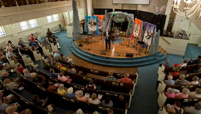 Greer residents and public officials came to the Greer 1st Baptist Church at noon on Monday to hold a prayer vigil. The church was full of supporters for police officers and victims of violence. Greer Mayor, Rick Danner spoke during the vigil.