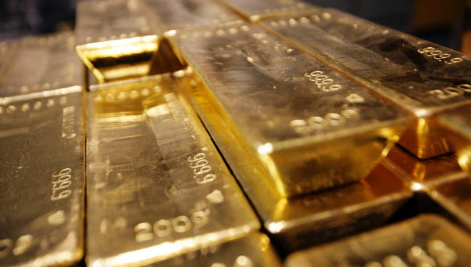 There's no reason to expect gold to do well just because stocks aren't, according to some researchers.