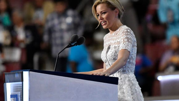 Elizabeth Banks speaks during the 2016 Democratic National