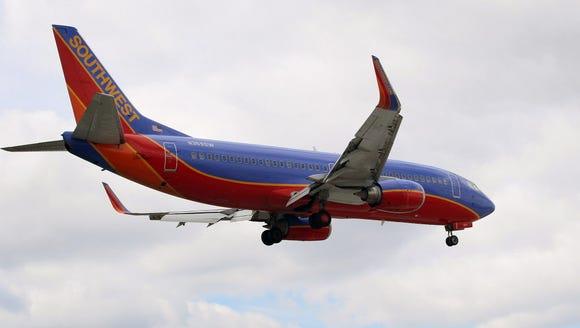 A Southwest Airlines Boeing 737-3H4 passenger jet prepares