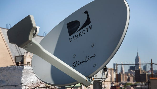 DirecTV is pitching its HD programs to hotels and travelers, offering hotels free equipment if they sign a five-year contract.