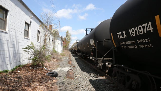 An oil train idling in Teaneck in 2014.