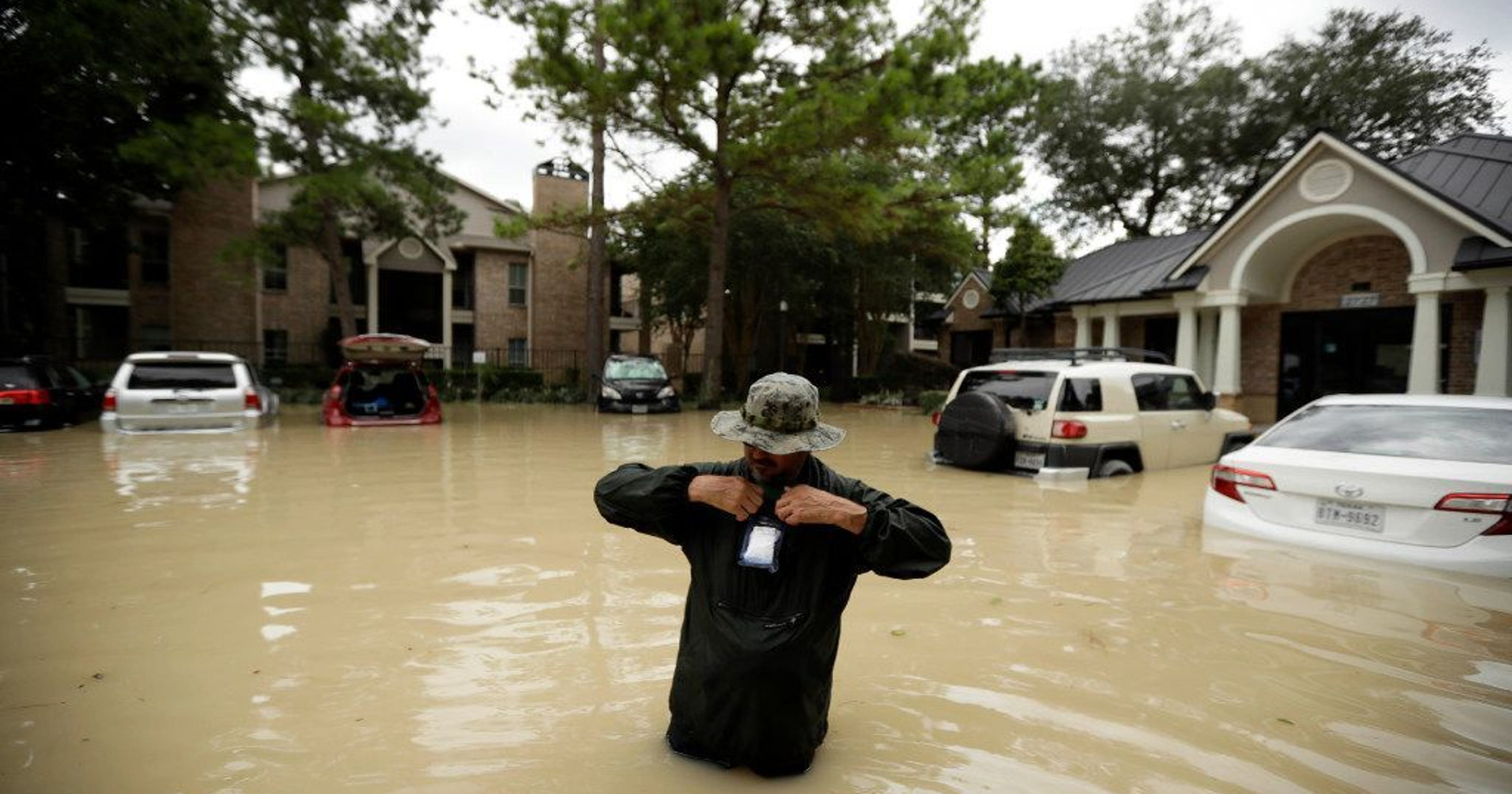 Hurricanes: What to do if your smartphone gets wet, and how to keep