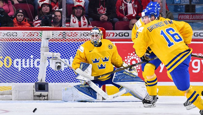 Goalie Felix Sandstrom might be the Flyers' goalie of the future, but this season has done him no favors. He's out with an abdominal injury in what's likely his last season in Sweden.