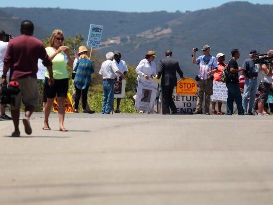 protesters in Murrieta