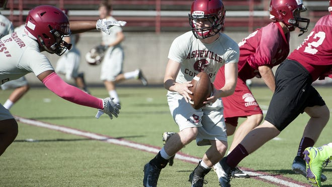 Neal Hutchins (9) is one of a half-dozen returning All-Mountain Athletic Conference football players for the Cougars.