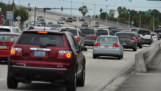 Northbound traffic begins to congest along U.S. 1 approaching the Roosevelt Bridge near downtown Stuart on Nov. 9, 2013. A roads plan from the Martin Metropolitan Planning Organization would lengthen the left-turn lane from the Roosevelt Bridge onto Southwest Joan Jefferson Wayto stack more cars for the turn.