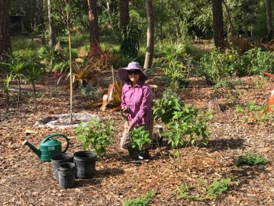 Garden Club of Stuart member Rosita Aristoff helps