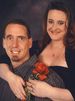 Lindsay Moberg andCurtis Elifritz will wed on May 28 in Aztec.