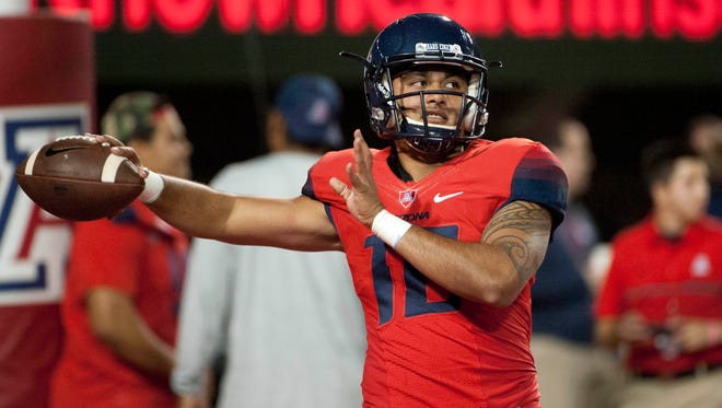 Former Arizona Wildcats quarterback Anu Solomon (12) warms up before the game against the Stanford Cardinal at Arizona Stadium, Oct. 29, 2016.