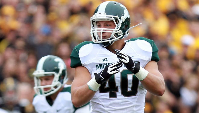 Michigan State Spartans linebacker Max Bullough calls a timeout against the Iowa Hawkeyes at Kinnick Stadium.