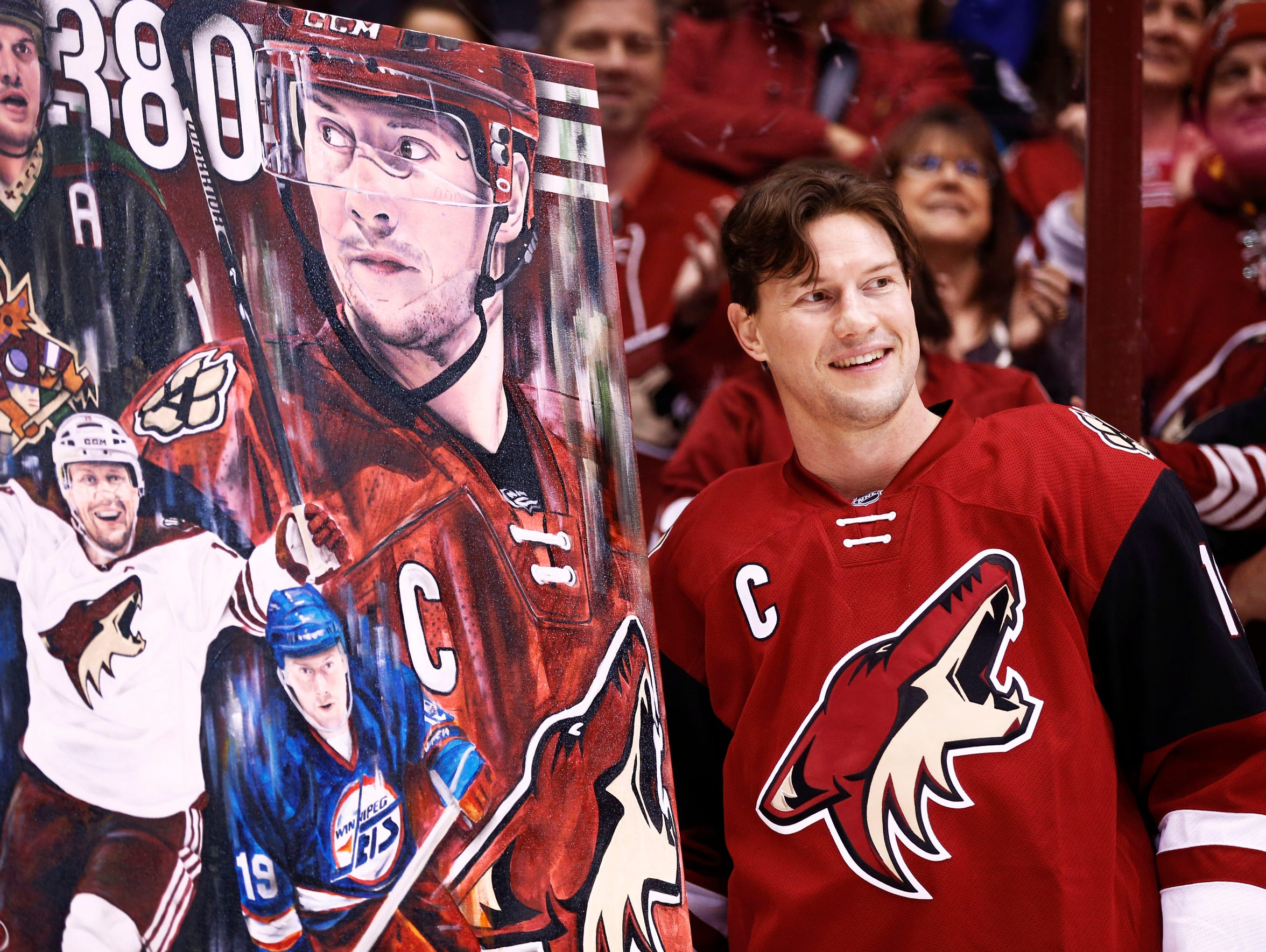 Shane Doan is honored for becoming the Coyotes' franchise leader in goals in 2016.