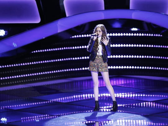 Kimberlie sings popular country song 'Dibs' during her blind audition.