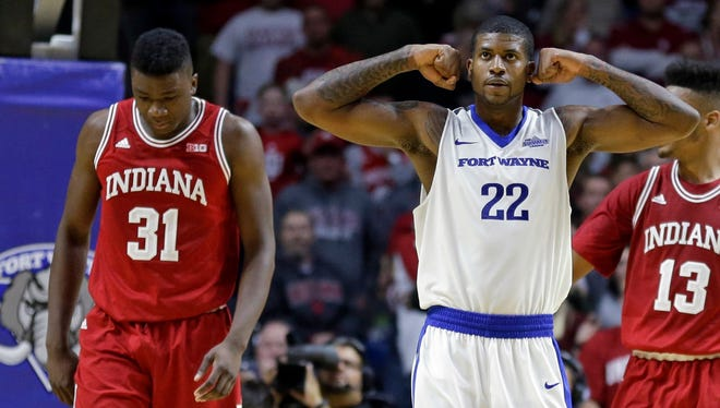 Xzavier Taylor (22) and Fort Wayne handed Thomas Bryant (31) and Indiana their first loss of the season.