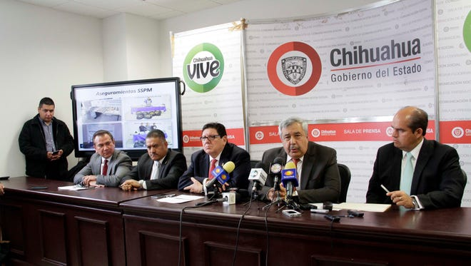 Chihuahua Attorney General Jorge González Nicolás, (second from right) along with state and Juarez officials, release a report of crimes committed in the city during 2015.  Foto Raul Lodoza El Diario