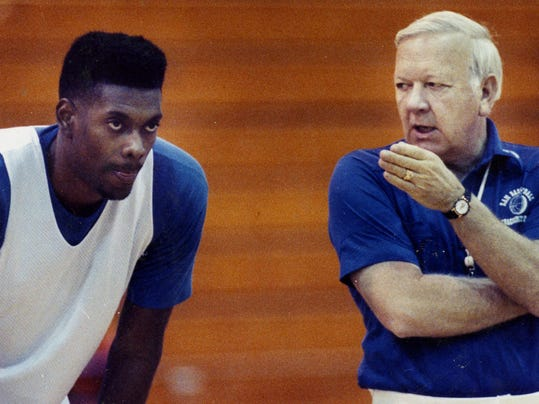 In this undated photo provided June 30, 2014, by the San Angelo Standard-Times, Angelo State University head basketball coach Ed Messbarger, right, talks to player Darrell Roberts during a practice. Messbarger, who won 630 games in a 41-year college coaching career spent mostly at St. Mary's and Angelo State in Texas, has died, Monday, June 30, 2014. He was 81. (AP Photo/San Angelo Standard-Times, File)