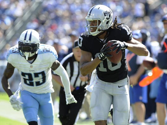Raiders wide receiver Seth Roberts races to the end zone for a second-quarter touchdown during a game against the Tennessee Titans in Nashville on Sept. 25, 2016.