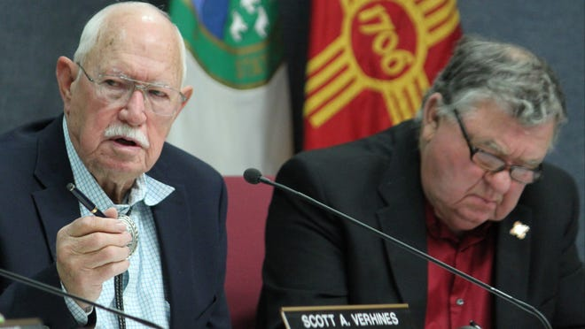 New Mexico Interstate Stream Commission Chairman Jim Dunlap (left) asks questions about a proposal to develop water diversion and storage systems on the Gila River.