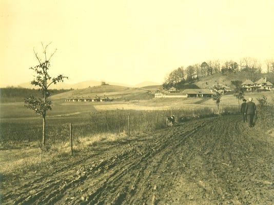 636164601822909322-Hawkins-plantation-viewed-by-Vanderbilt-1906-2c-Biltmore-Co.jpg