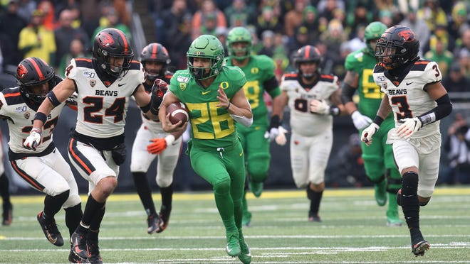 Oregon's Travis Dye (26) breaks free for a big gain against Oregon State during the second quarter of last year's 24-10 win at Autzen Stadium. The game was the last college football game at Autzen Stadium until at least the spring of 2021. [Chris Pietsch/The Register-Guard] - registerguard.com