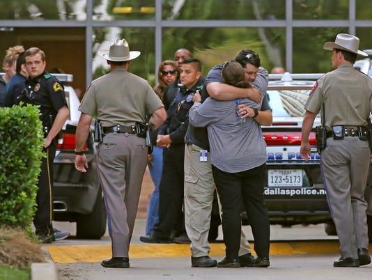 AP POLICE OFFICERS SHOT-TEXAS A USA TX